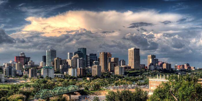 Die Skyline von Edmonton von der ferne Fotografiert