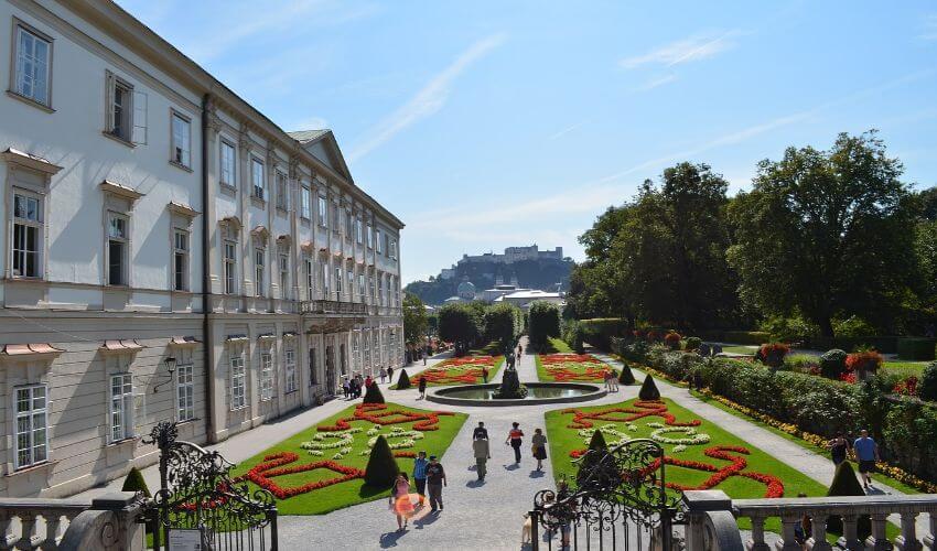 Ein schöner Schlossgarten mitten in der Stadt Salzburg.
