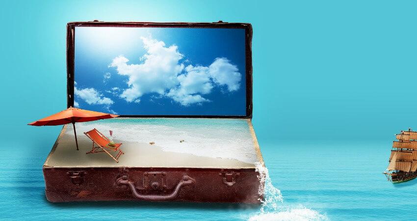 Fantasie Bild! Ein Reisekoffer schwimmt auf dem Meer mit Sandstrand und Meer als Inhalt.