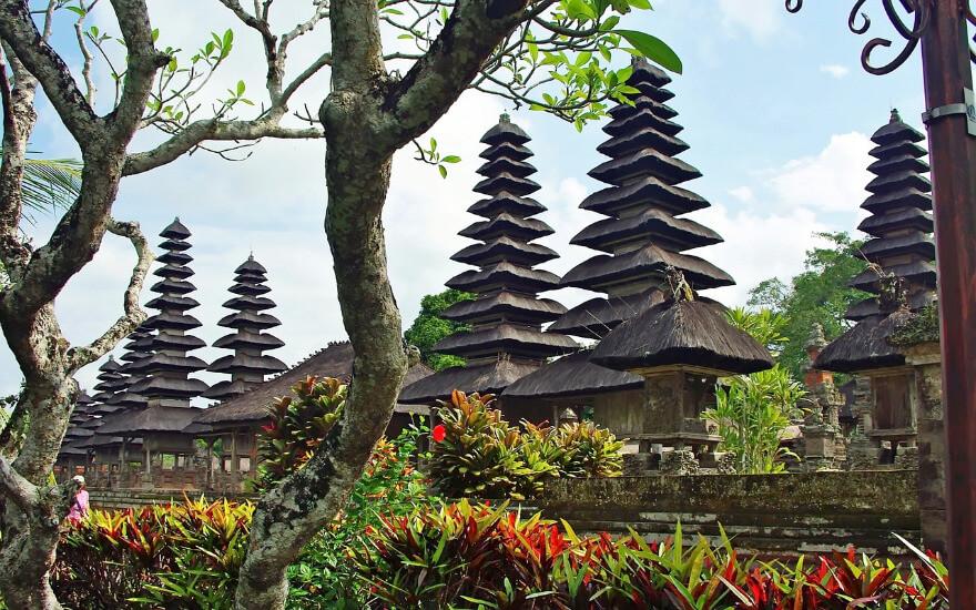 Tempelanlage mit vielen Türmen.
